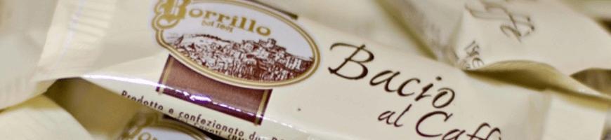 Croccantini di mandorle e nocciole ricoperti con cioccolato al caffè